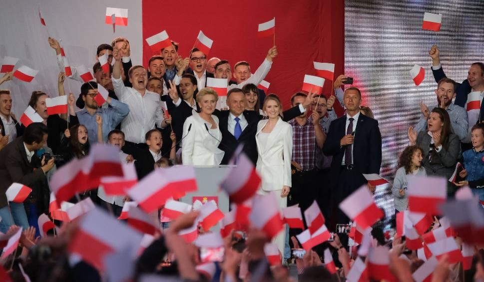 Film do artykułu: Oficjalne wyniki wyborów prezydenckich 2020. PKW: Wygrał Andrzej Duda, zdobył 51,03 proc. głosów. Rafał Trzaskowski otrzymał 48,97 proc.