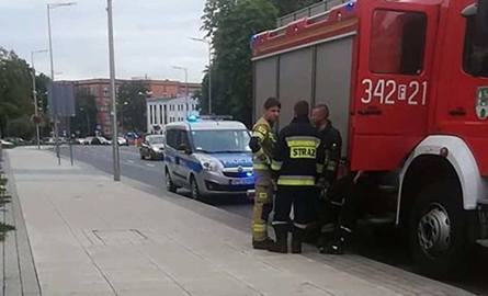 Strażacy zostali wezwani od mieszkania przy ul. Westerplatte po godz. 16.00. Pomogli policjantom wejść do mieszkania kobiety, z którą nie było kontaktu