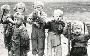 Dzieci z wiejskich rodzi w obiektywie Sławomira Biegańskiego zobaczymy przy ul. Rakowickiej 22