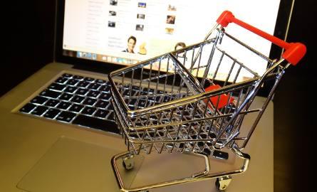 Noworoczne wyprzedaże w sklepach internetowych to ściema. O ile tak naprawdę jest taniej?