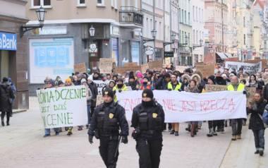 W pierwszą niedzielę roku przez toruńską starówkę przeszło niemal tysiąc obrońców schroniska