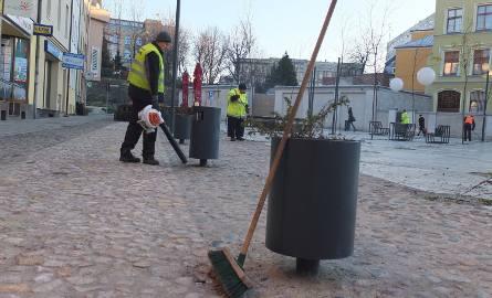 Wielka akcja sprzątania Małego Rynku