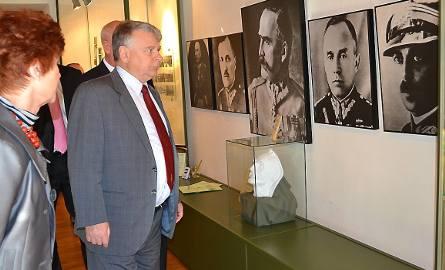 """Marszałek Bogdan Borusewicz """"oko w oko"""" z innym marszałkiem - Józefem Piłsudskim"""