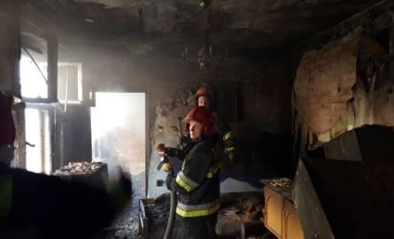 Duże straty w pożarze w kamienicy w Grudziądzu [zdjęcia]