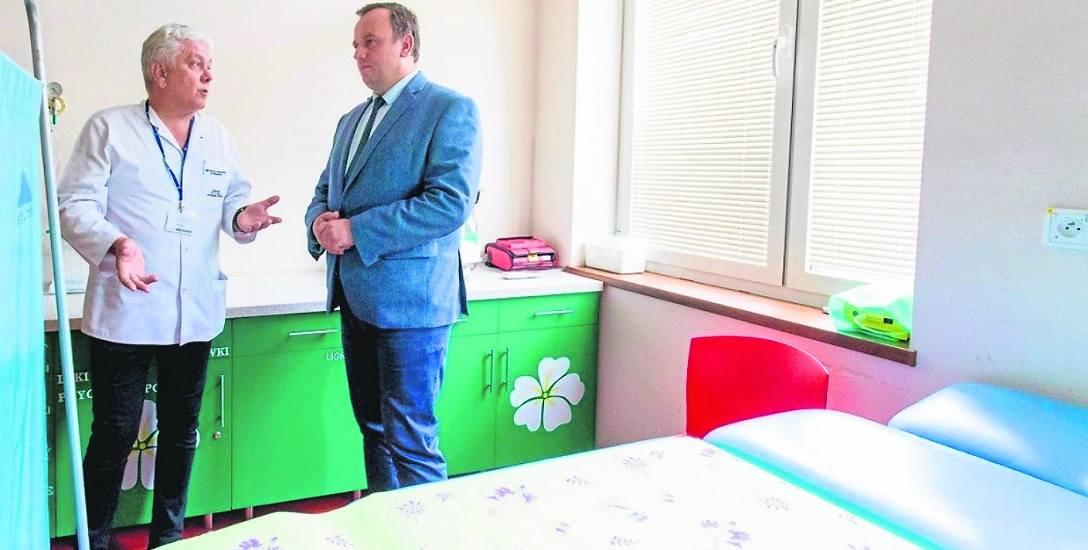 Nowy oddział obejrzał m.in . Jakub Chełstowski, marszałek województwa śląskiego. Oprowadzał go dr Andrzej Siwiec