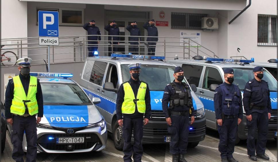 Film do artykułu: Tarnobrzeg, Nowa Dęba. Policjanci i strażacy oddali hołd zastrzelonemu policjantowi, aspirantowi Michałowi Kędzierskiemu (ZDJĘCIA)