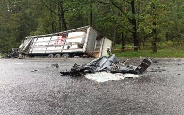 Ta tragedia wstrząsnęła Polską. W wypadku drogowym zginął 30-latek i troje dzieci. Matka chłopców walczy o życie