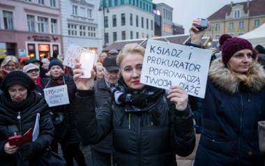 Tysiące osób zaprotestowało w Warszawie i innych miastach. Z Bydgoszczy do stolicy na ogólnopolską manifestację pojechało ok. 200 osób a na Starym Rynku