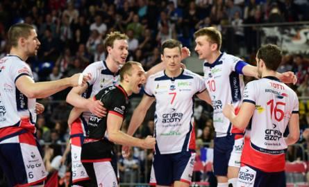Siatkarze ZAKSY z mistrzostwa Polski cieszyli się już po trzecim secie meczu z PGE Skrą, a drużyny musiały jeszcze dograć spotkanie do końca. To był
