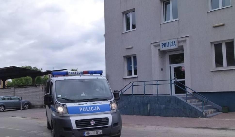 Film do artykułu: Wypadek pod Łowiczem. Opel vectra przewrócony na bok. Kierowcy cudem nic się nie stało!