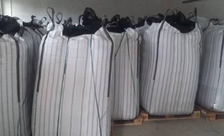 Funkcjonariusze z CBŚP odzyskali 22 tony orzechów.