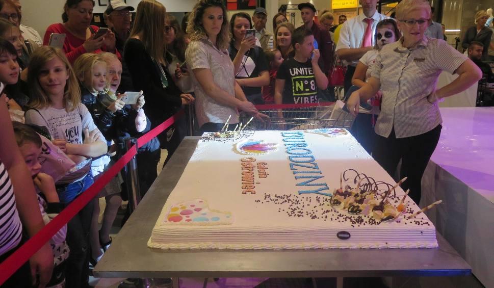 Film do artykułu: Trzynaste urodziny Galerii Ostrowiec. Były atrakcje dla dzieci, występy i ogromny tort [ZDJĘCIA]