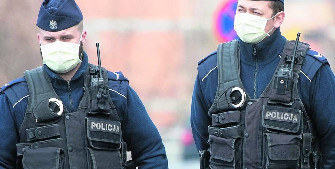 Na ulicach policja pilnuje zakazów wprowadzonych przez rząd
