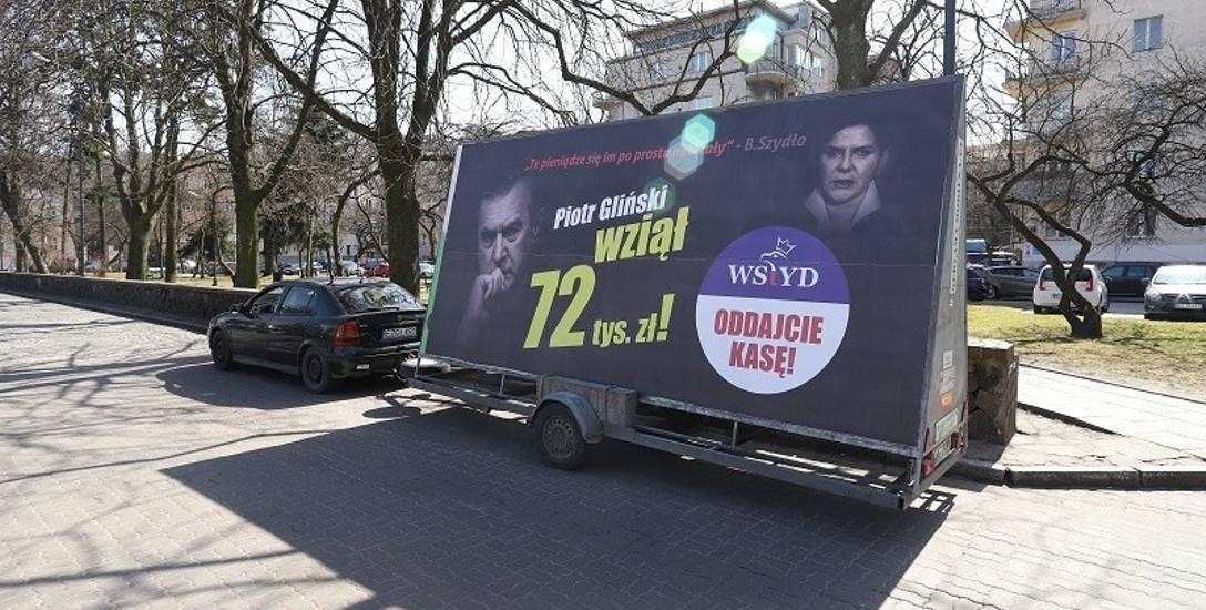 Ten banner będzie jeździł przez trzy dni po Łodzi.