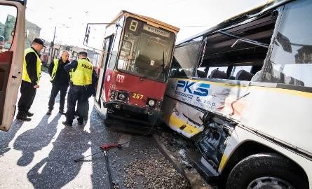 Kierujący tramwajem usłyszał zarzuty spowodowania katastrofy w ruchu lądowym.Przypomnijmy, do wypadku z udziałem autobusu i tramwaju doszło nieco ponad