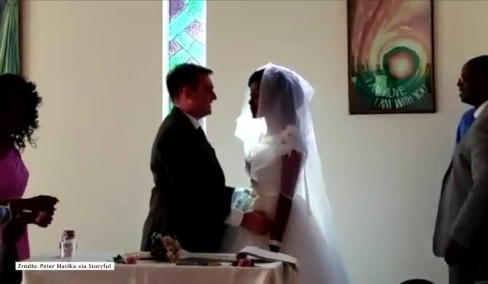 Film do artykułu: W trakcie podróży, 5 dni przed ślubem, krokodyl odgryzł kobiecie rękę. Ceremonia odbyła się w szpitalnej kaplicy [WIDEO]
