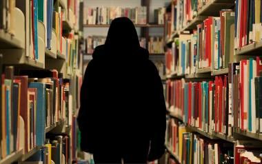 """""""Przecież cię nie zgwałcił"""" czyli mroczne sekrety biblioteki UMK. Uczelnia reaguje... kolejny rok!"""