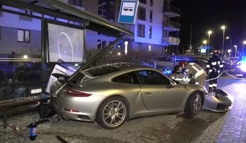 Film do artykułu: Ważą się losy sprawy porsche, które uderzyło w przystanek autobusowy w Gdańsku. Czy kierowca usłyszy zarzuty?