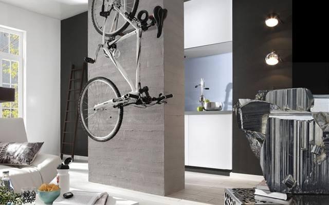 Szarości pasują do bieli. To kolory nowoczesnego wnętrza w stylu minimalistycznym.