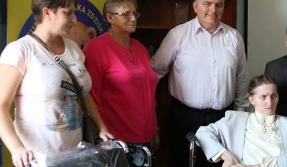 Film do artykułu: Małgorzata Bartela ze wsi Podchojny czeka na pomoc. Chora na stwardnienie rozsiane kobieta potrzebuje łóżka rehabilitacyjnego