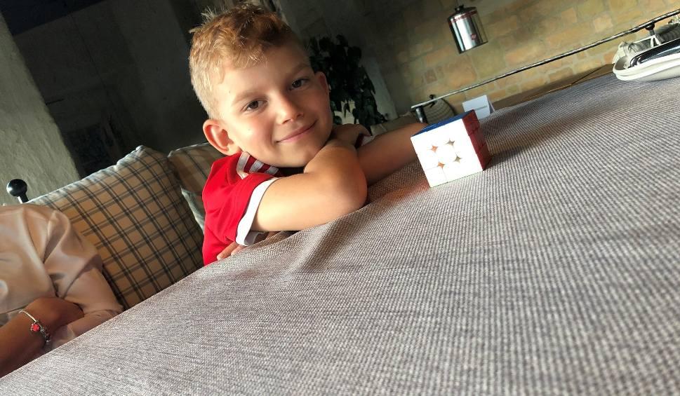 Film do artykułu: 7-latek z Boguchwały układa kostkę Rubika w mniej niż 30 sekund! Weźmie udział w mistrzostwach Polski [ZDJĘCIA, WIDEO]
