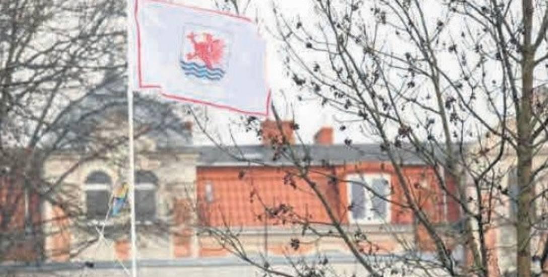Chciał kupić flagę z herbem Słupska, kupił ją dopiero.... na Śląsku