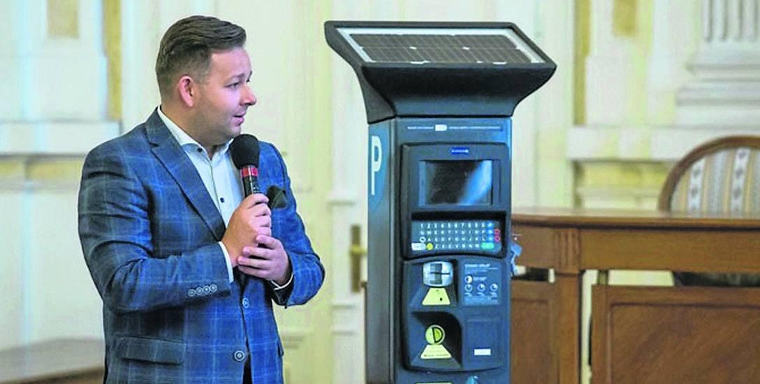 Nowoczesne parkomaty zostały za prezentowane w bielskim Ratuszu