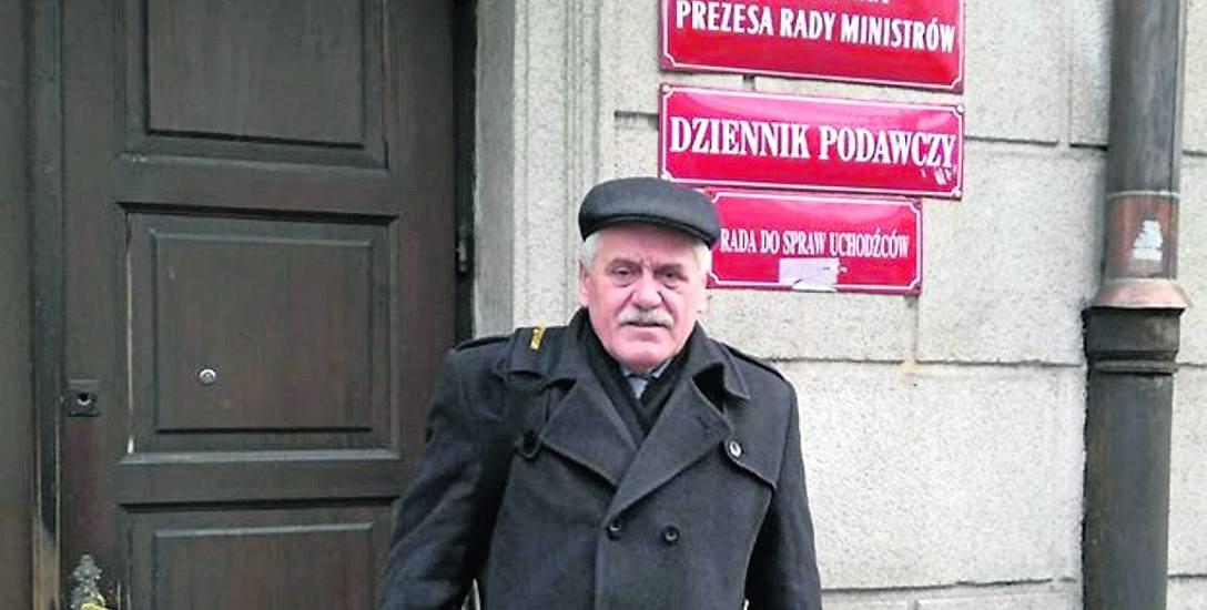 Liczymy, że premier Morawiecki nam pomoże - mówi Tadeusz Karpowicz. Zawiózł 450 pism. Są to kopie listów przesłanych przed kilkoma miesiącami do ówczesne