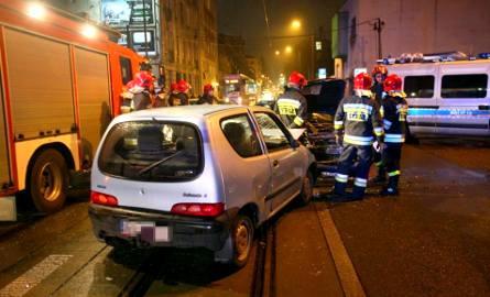 Wypadek na Gdańskiej w Łodzi. Zderzenie trzech samochodów na skrzyżowaniu z 6 Sierpnia