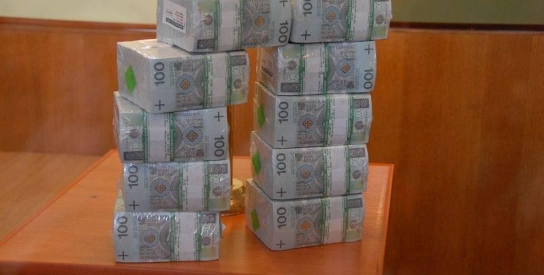 Pożyczają, by się pokazać.  Polacy maja ponad 43 mld zł długu
