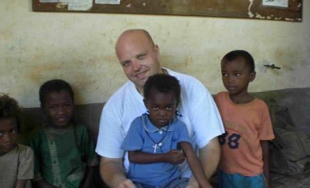 Na misji bakuje też książek, nawet słowników malgasko-francuskich