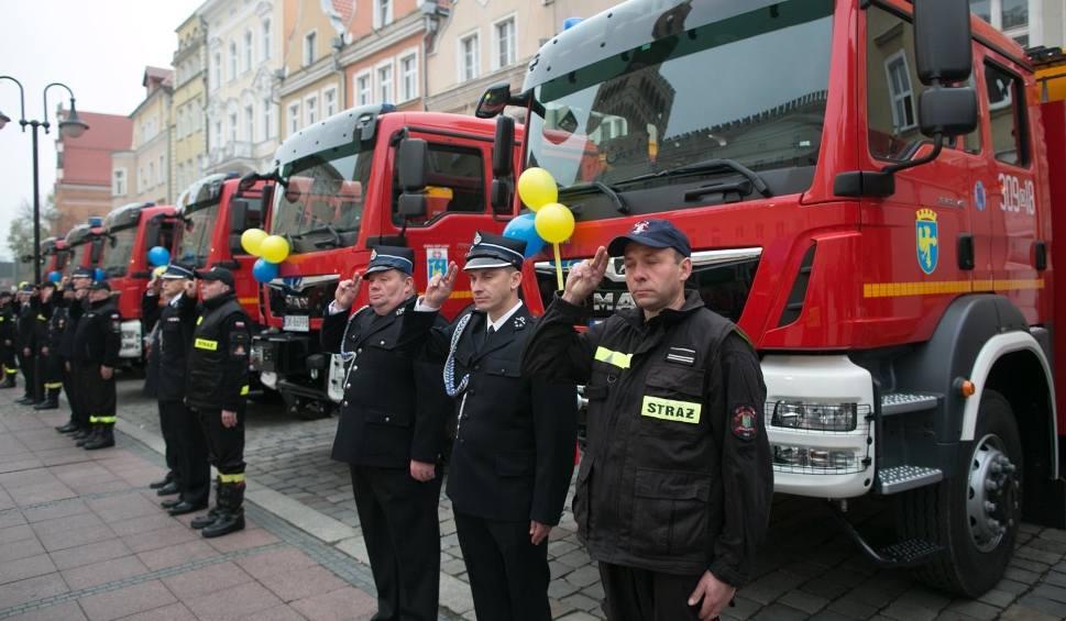 Film do artykułu: Opolscy strażacy dostali 15 nowych samochodów [wideo, zdjęcia]
