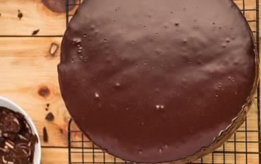 """Ciasto biszkoptowe """"Katarzynka"""" z masą budyniową i pierniczkami."""