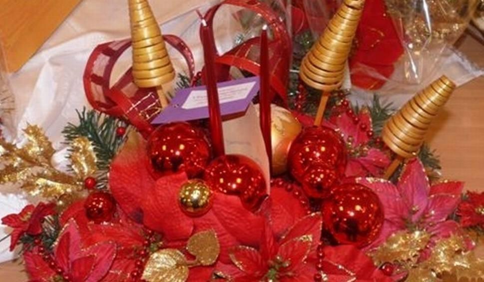 Film do artykułu: Kiermasz stroików bożonarodzeniowych w Starostwie Powiatowym w Ostrowcu już w czwartek