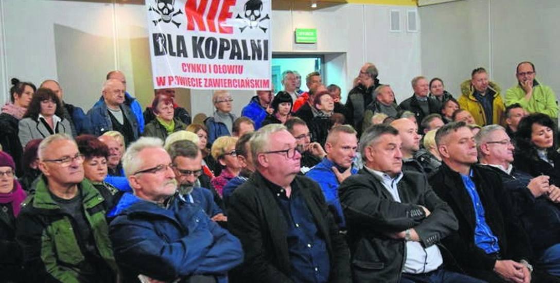 Na nadzwyczajną sesję Rady Miejskiej w Łazach przyszło wielu mieszkańców gminy