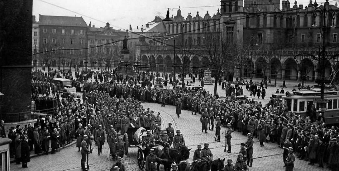 Kaliński: Stosunek Niemców do obywateli naszego kraju, Polaków i Żydów, był oparty na głębokiej nienawiści rasowej