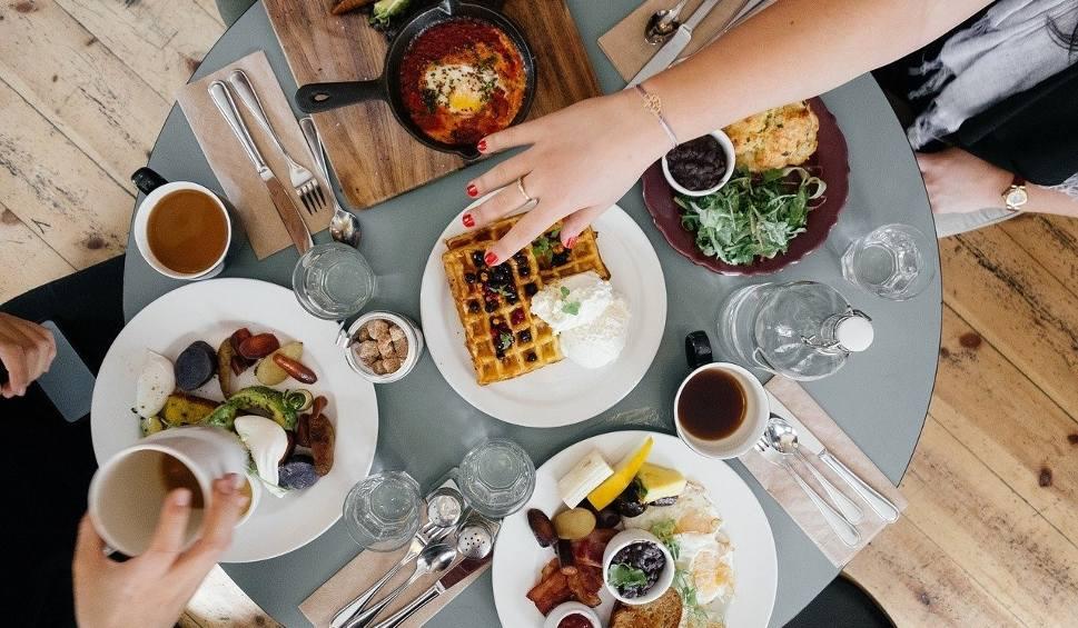 Film do artykułu: Koronawirus. Koniec limitów w gastronomii, rząd zniósł ograniczenia liczby klientów od 30 maja 2020