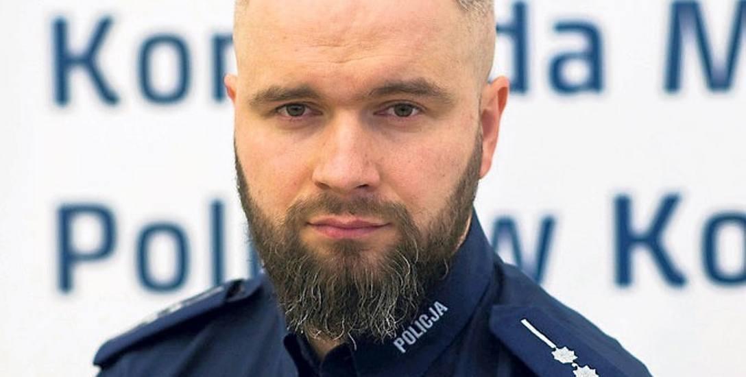 Asp. Rafał Skoczylas z Komendy Miejskiej Policji w Koszalinie,  pracuje w Wydziale dw. z Korupcją i Przestępczością Gospodarczą