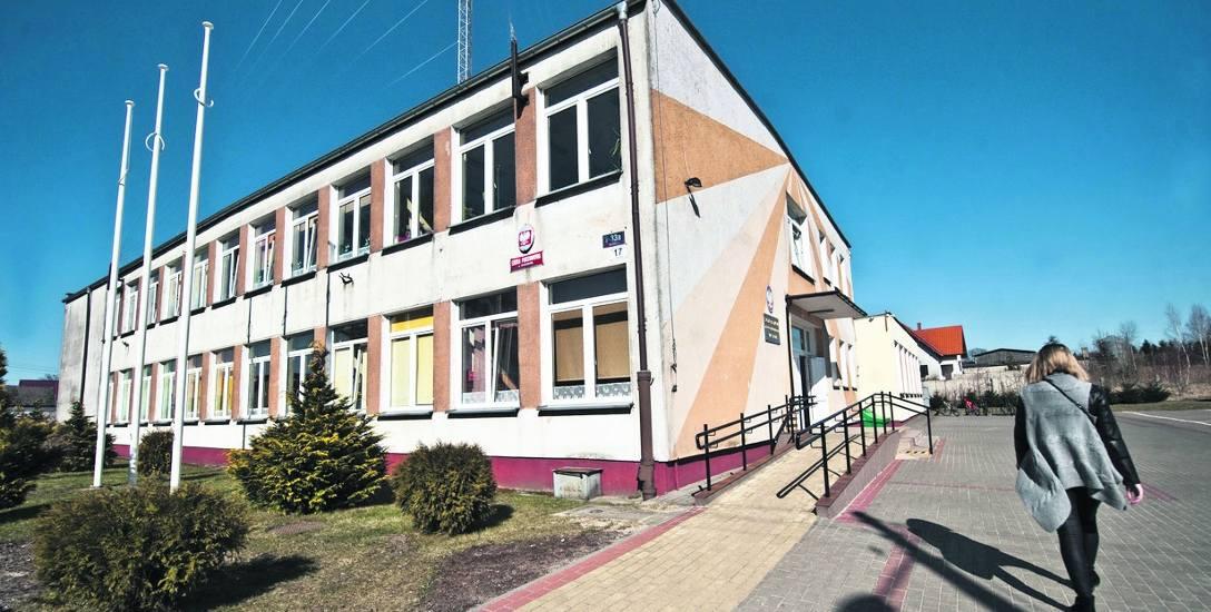 Dyrektor Szkoły Podstawowej w Warszkowie odmówił nam udzielenia informacji na temat sprawy.