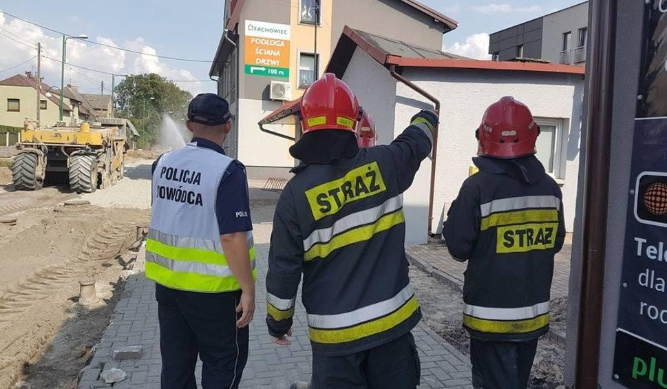 Film do artykułu: Rozszczelnienie gazociągu w Lublińcu. Ewakuowano 50 osób ZDJĘCIA