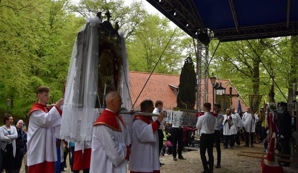 Film do artykułu: Odpust Wniebowstąpienia Pańskiego w Wejherowie. Zobacz tradycyjny taniec feretronów [FILM]