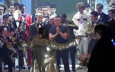 """Dolce & Gabbana na Milan Fashion Week z kolekcją """"King of Angels"""". Modelami byli celebryci milenialsi"""