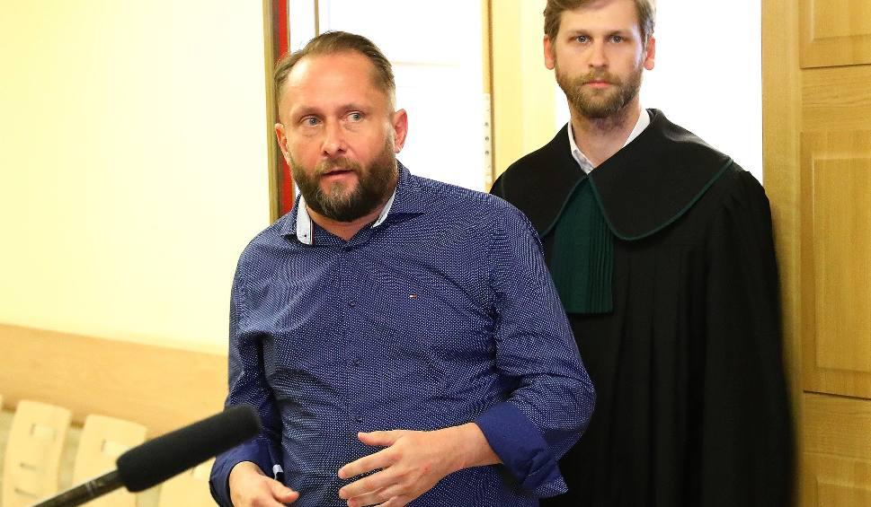 Film do artykułu: Kamil Durczok jest wolny. Dziennikarz nie trafi do aresztu [AKTUALIZACJA]