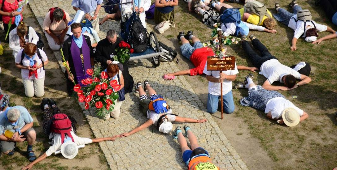 Piesza Pielgrzymka Łódzka. Kardynał z arcybiskupem prowadzą Łódź na Jasną Górę