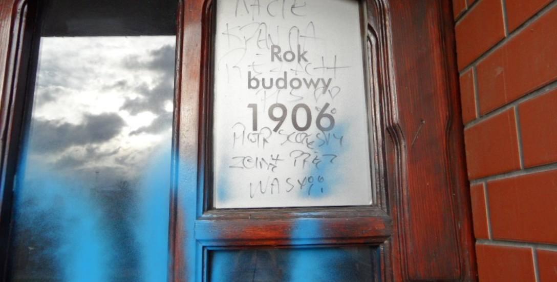 """""""Piotr Szczęsny zginął przez was"""" – napisano na drzwiach biura posła Łukasza Schreibera i europosła Kosmy Złotowskiego"""