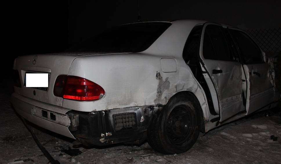 Film do artykułu: Wypadek w Olkuszu. Na ul. Czarnogórskiej mercedes wjechał w dom