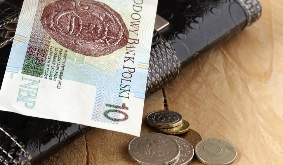 Film do artykułu: Płaca minimalna 2021 roku jednak wzrośnie. Ale rząd nie dotrzyma obietnicy 3 tys. zł. Sobie jednak podwyżki dał spore