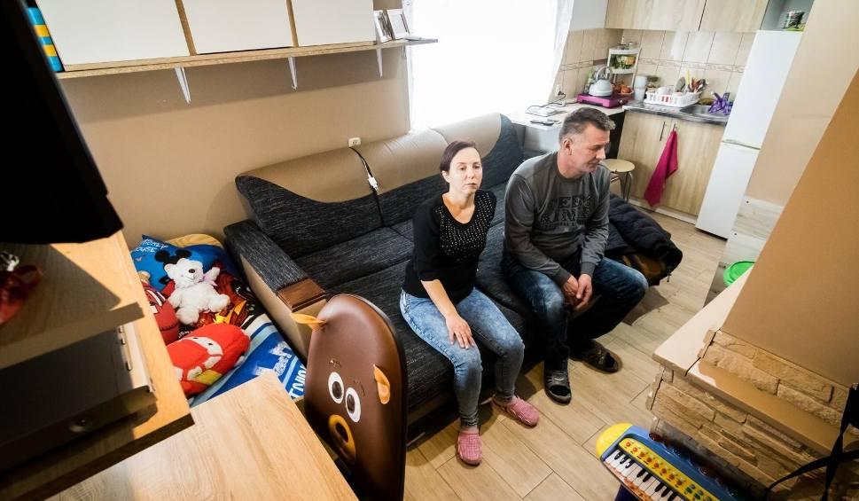 Film do artykułu: 3-osobowa rodzina z Bydgoszczy mieszka na działce. Bez nadziei i wody [zdjęcia]