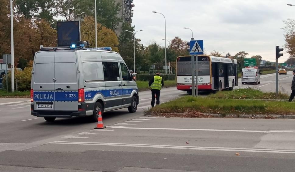 Film do artykułu: W Kielcach autobus miejski potrącił pieszego! Stało się to na przejściu dla pieszych na skrzyżowaniu Tarnowskiej i Źródłowej