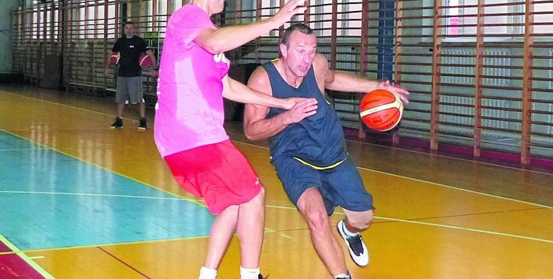 Koszykarze Tura Bielsk Podlaski rozpoczęli treningi. Z piłką Łukasz Kuczyński